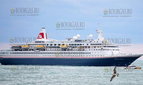 """18 октября 2016 года, Варна, в порт зашло 207 метровое круизное судно """"Boudicca"""""""