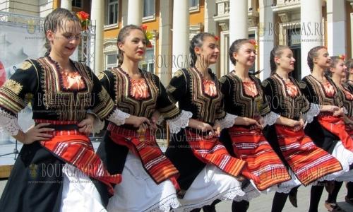 2 октября 2016 года, Перник, выступление ансамбля танца Граово - в ходе проведения вытсавки - Поддержим болгасркого производителя