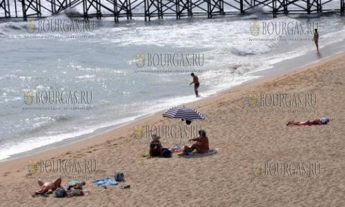 2 октября 2016 года, Варна, на пляже в городе - сезон продолжается