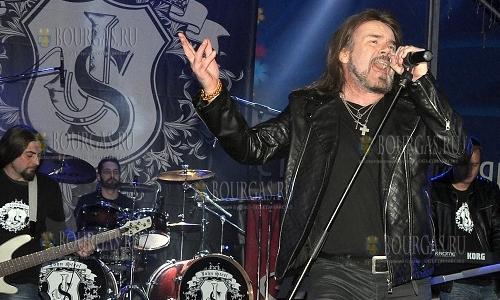 21 октября 2016 года, Хасково, площадь Свободы, солист легендарной группы Рейнбоу - Дуги Уайт и группа Джон Стил отработали рок-концерт