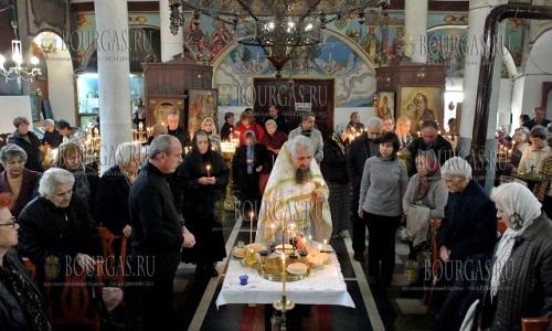 26 октября 2016 года, Хасково, в храме Свети Димитър празднуют Димитровден