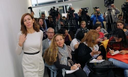 27 октября 2016 года, министр туризма Болгарии, Николина Ангелкова пообщалась с журналистами