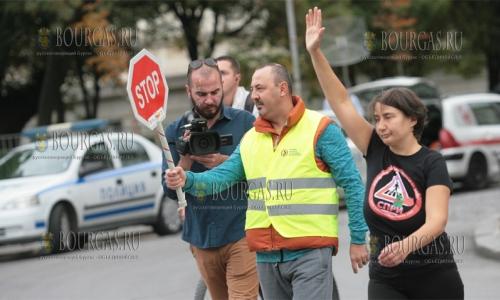 4 октября 2016 года, София, на пешеходной улице у Софийского университета Св Климента Охридского - протестная акция в защиту прав пешеходов