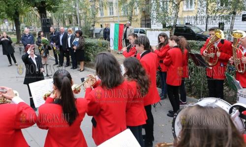 5 октября 2016 года, София, международный День Учителя - возложение цветов к памятнику болгарскому учителя
