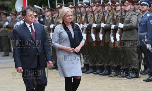 5 октября 2016 года, София, Министр обороны Николай Ненчев встречает министра обороны Нидерландов - Жанин Хеннис-Пласшерт