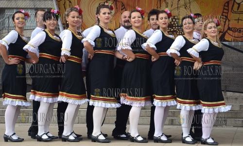 8 октября 2016 года, Асеновград, фольклорный танцевальный фестиваль в котором приняли участие более 350 танцоров