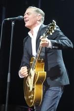 Брайан Адамс на концерте в Софии