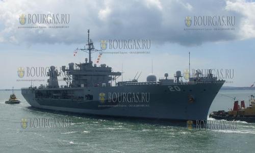 Корабль Mount Whitney ВМС США в порту Бургаса