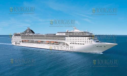Порт Бургаса в ожидании круизного лайнера MSC Opera