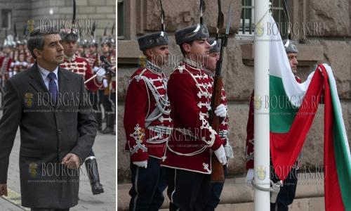 1 ноября 2016 года, София, празднование Дня народных будителей, перед зданием президентской администрации прошла церемония поднятия государственного флага