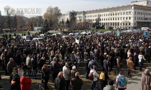 16 ноября 2016 года, София площадь Князя Александра І, протестуют ученые Болгарии и требуют увеличение финансирование болгарской науки в целом