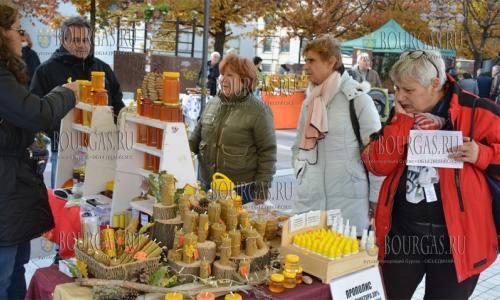 2 ноября 2016 года, Благоевград, фермерский рынок предлагал жителям города болгарские продукты от производителя