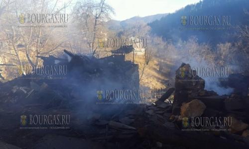 20 ноября 2016 года, смолянское селение Габрица, пожар - который распространялся по лесу уничтожил одно из строений в деревне