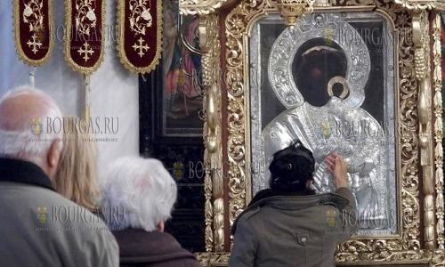 21 ноября 2016 года, Пловдив, миряне празднуют Введение Пресвятой Богородицы во храм
