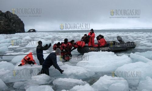 27 ноября, Антарктида - болгарская база Святого Климента Охридского, которая разместилась на острове Ливингстона приняла первую группу болгар в этом сезоне