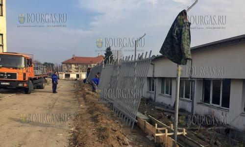 27 ноября, Харманли, местный Центр временного содержания беженцев обзаводится новым забором