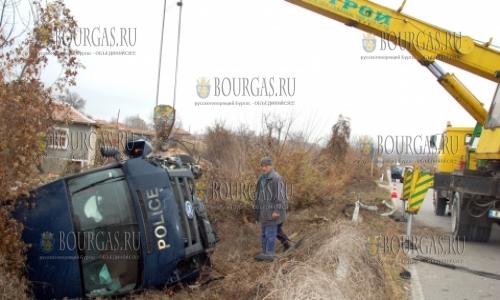 27 ноября, полицейски микробус, которые перевозил беженцев из Центра в Харманли в закрытый Центр в Елхово, попал в ДТП у свиленградского села Пыстрогор