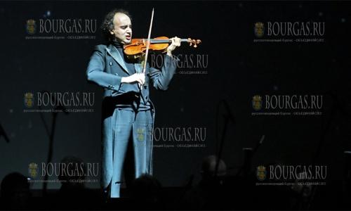 4 ноября 2016 года, София, большой зал Национального дворца культуры, болгарский скрипач Марио Хосен порадовал всех любителей классической музыки спектаклем - Дух Паганини