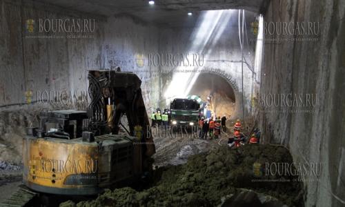 4 ноября 2016 года, София, идет строительство третьей ветки Софийского метрополитена от Театра за каналом до бульвара Владимира Вазова