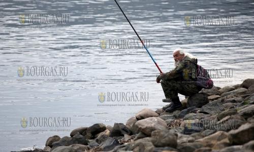 5 ноября 2016 года, Панчаревское озеро, рыбаки пользуются случаем и теплой погодой и продлевают сезон