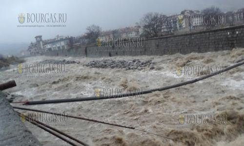 9 ноября 2016 года, Банско, наводнение в местных реках натворило много бед, в том числе смыло несколько деревянных мостов в городе