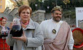 Фестиваль молодого вина в Пловдиве открывает Менда Стоянова