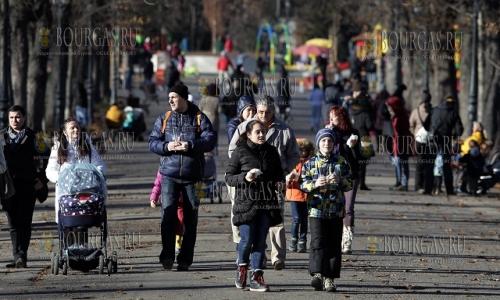 10 декабря, София -  Борисовата градина, жители и гости города пользуются солнечной и теплой погодой