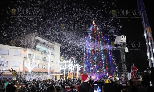 11 декабря, Луковит, здесь зажгла огни Рождественская елка