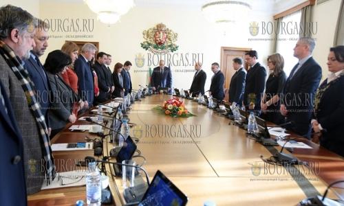 11 декабря, София, Совет Министров начал внеочередное заседание с минуты молчания по погибшим в Хитрино