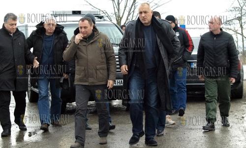 13 декабря, село Хитрино, премьер Болгарии Бойко Борисов держит на контроле ход аварийно-восстановительных работ