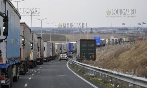 14 декабря, пункт перехода Капитан Андреево, образовалась пробка из грузовых автомобилей длиной в 11 километров, пропуска Капитан-Андреево