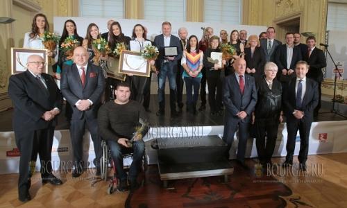 15 декабря, в Национальной картинной галерее чествовали лучших атлетов Болгарии, вручили им премии Спорт Икар и награды БОК