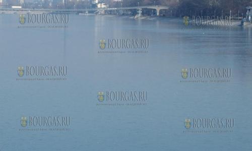 19 декабря, Пловдив, минусовые температуры, которые держатся в регионе несколько дней, позволили замерзнуть Гребному каналу