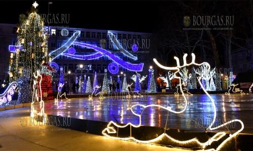 19 декабря, Варна, центр города уже подготовился к Рождественским и новогодним праздникам