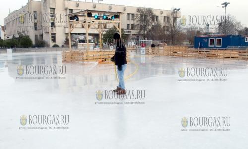 2 декабря, Пловдив, здесь подготовили к эксплуатации самый большой каток в Болгарии, площадь которого составляет 1400 м2