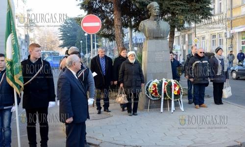 20 декабря, Кырджали, возложили цветы по случаю 172 годовщины со дня рождения национального героя Болгарии - Петко Войвода