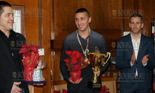 21 декабря, Бургас, лучшим спортсменом Бургаса признан боксер Иван Стоянов - чемпион Европы среи юношей