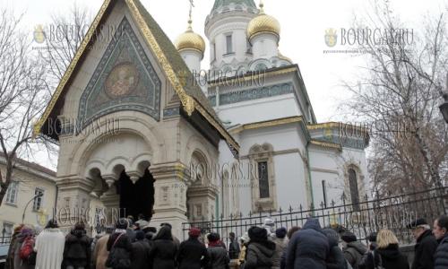 26 декабря, София - храм Святого Николая, тысячи мирян пригли поклонится чудотворной иконе Пресвятой Богородицы