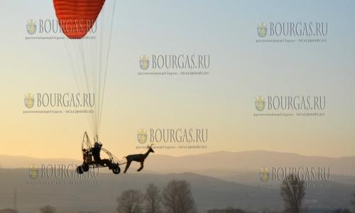 26 декабря, в бесснежную зиму Санта Клаус прибыл в Болгарию на мотодельтаплане