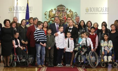 30 ноября, София, стартовала 14-я по счету благотвориельная акция 14-ой благотворительной кампании - Болгарское Рождество, в ходе котрой собирают средства на лечение больных детей