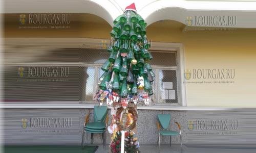 4 декабря, Варна, село Костиево, такую бутылочно-пивную елку собрали жители данного населенного пункта