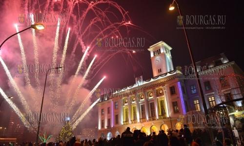 7 декабря, Сливен, в городе зажгла огни главная Рождественская елка города и региона