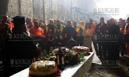 7 декабря, София, отец Ангел Ангелов совершил торжественный чин освящения сооружаемого тоннеля метростанции 6-III при Малом городском театре