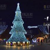 новогодняя елка в Бургасе 2016 год - самая красивая новогодняя елка Болгарии