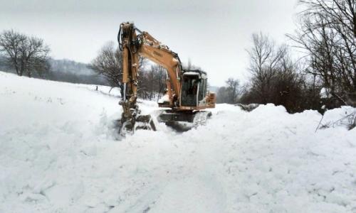 10 января 2017 года, почти 10 часов очищали от снега дорогу в тырговиштское селение Момино