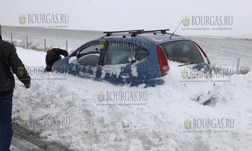 2 января 2017 года, район Карнобат и Айтос, некоторые машины оказались в снежном плену