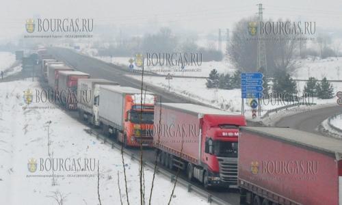 24 января 2017 года, на пункте перехода Дунав мост на трассе Видин - Калафат скопилось множество грузовыъ авто