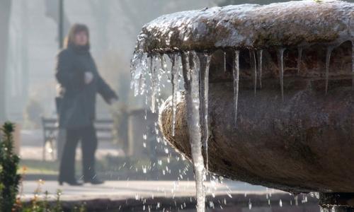 3 января 2017 года, Пловдив, морозы сковали фонтаны города