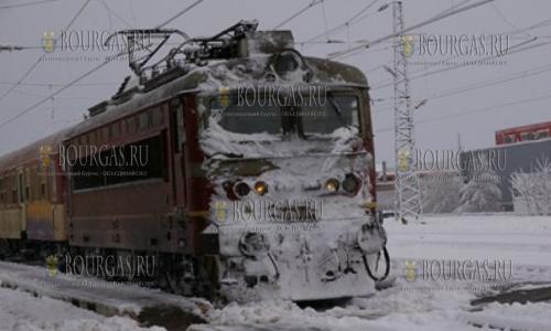 Из-за снегопадов в Болгарии поезд сошел с рельс, поезда в Болгарии