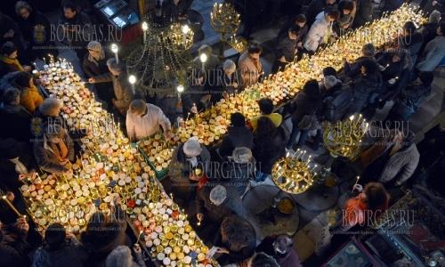 10 февраля 2017 года, сегодня в день Святого Харалампия в храмах Болгарии святили мед